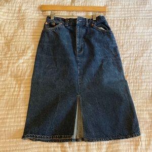 Stylish vintage Levi's high waisted denim skirt